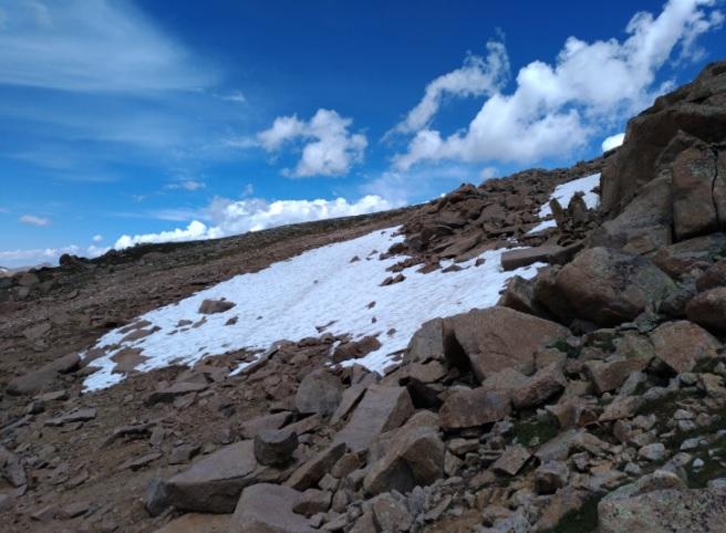 twining-peak-4000m-ze-sniegiem.jpg